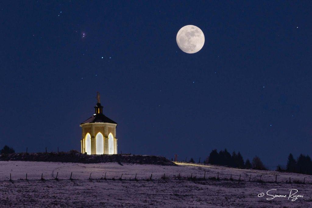 SIM_8476 Sacello di Gallio in una notte di luna piena